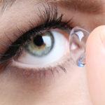 Kontaktní čočky vedou k tvorbě mikroplastů