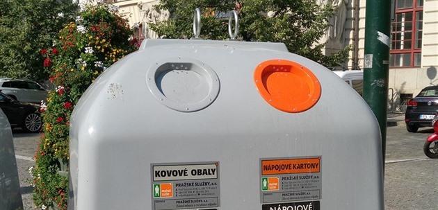 V pražských šedých nádobách už skončilo přes 300 tun kovových obalů