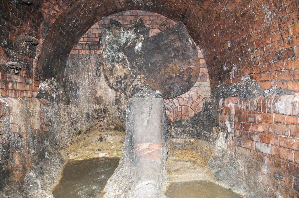 Naolejuje-li se pražská kanalizace