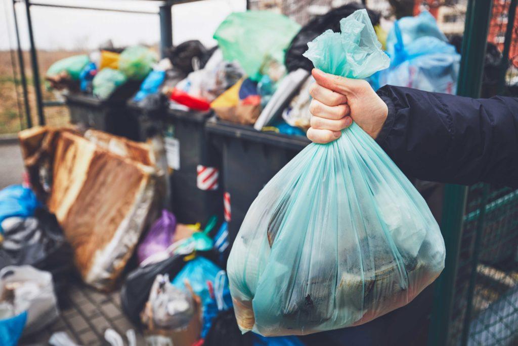 Vyzýváme občany Prahy: Stop nepořádku u popelnic!