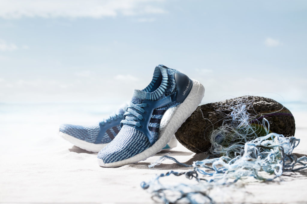 Adidas tento rok vyrobí 11 milionů párů bot z recyklovaného plastu