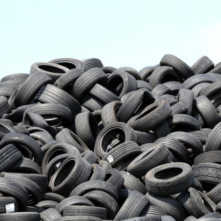 6aecd2ad88057 Vysloužilé pneumatiky nepatří do popelnice ani do příkopu. Co tedy s nimi?  | NEPŘEKONATELNÝ BLOG
