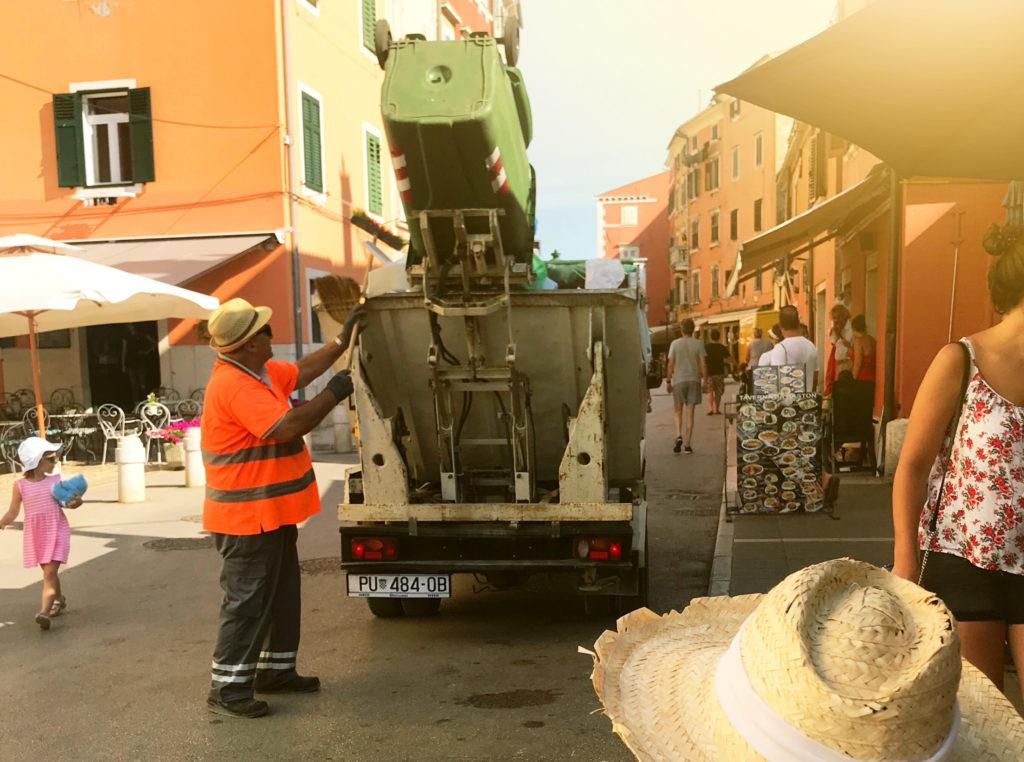 Pošlete fotku a vyhrajte model popelářského vozu Pražských služeb