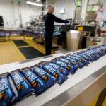 Zdravé tyčinky od Nestlé nyní koupíte v papírových a recyklovatelných obalech