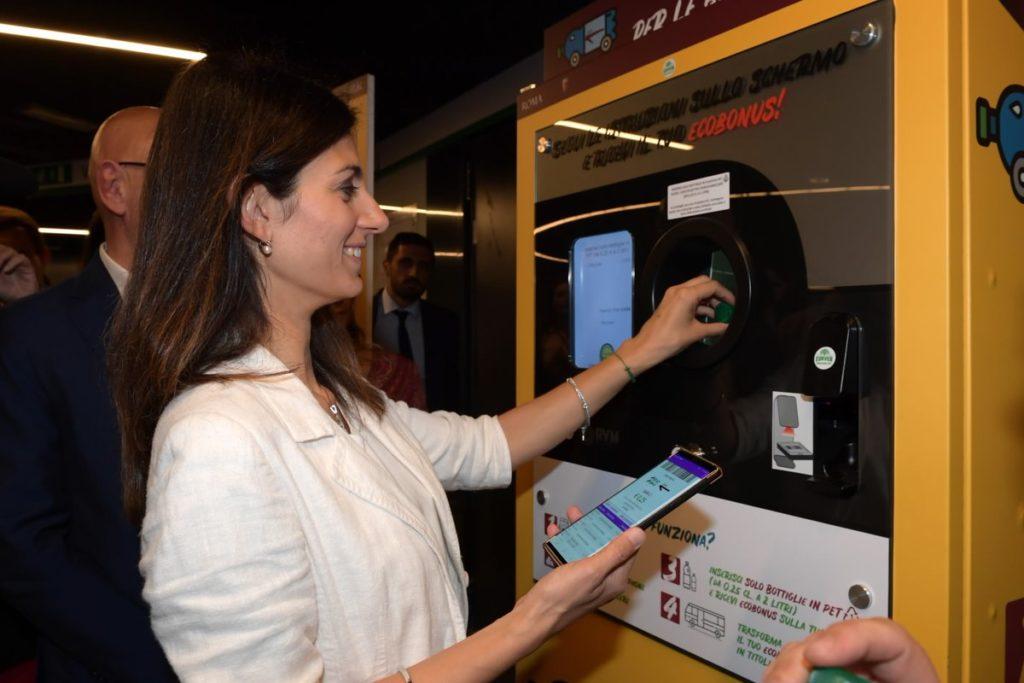 Vhoď plastovou lahev a získej jízdenku na MHD. Řím se inspiroval Instanbulem a zahájil kampaň na podporu životního prostředí