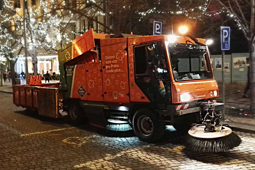 Stroje Pražských služeb odstartují novoroční úklid
