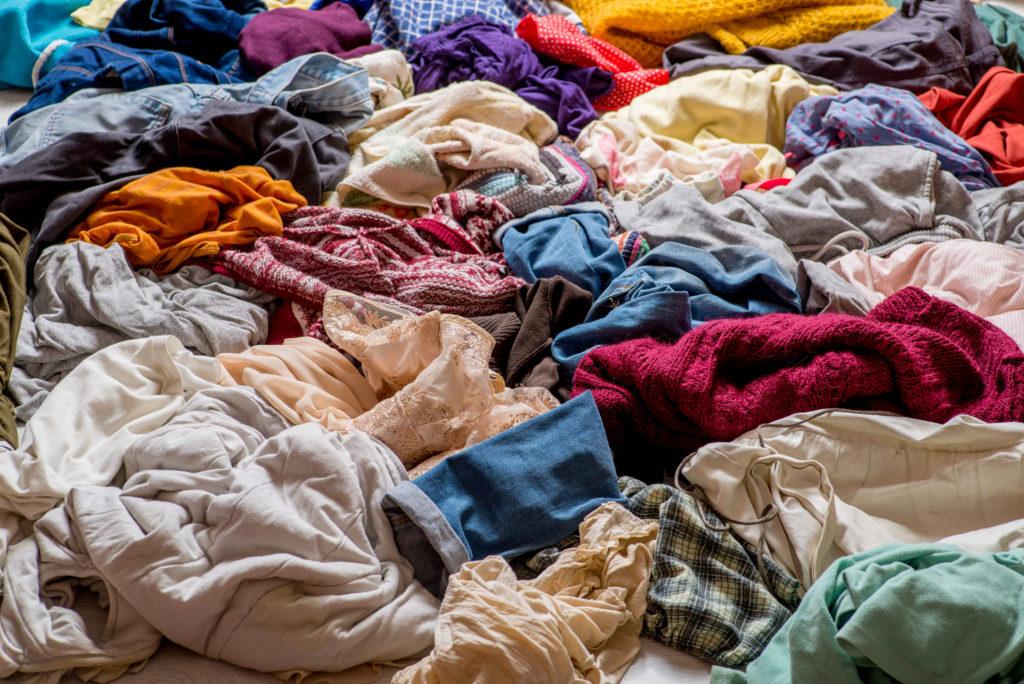 Staré oblečení: textilní odpad, nebo poklad?