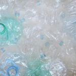 Pro vyřešení problému s mikroplasty musíme dělat víc, shodují se vědci