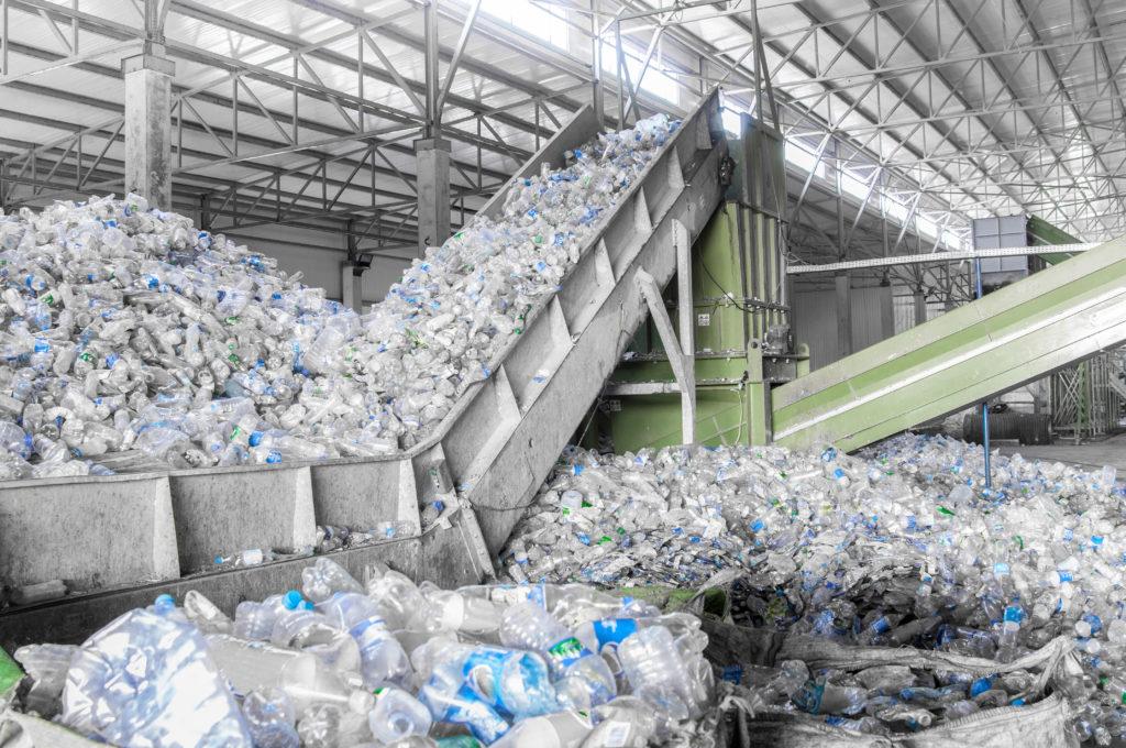 Pomůže zálohování PET lahví vyřešit otázku s plastovým odpadem?