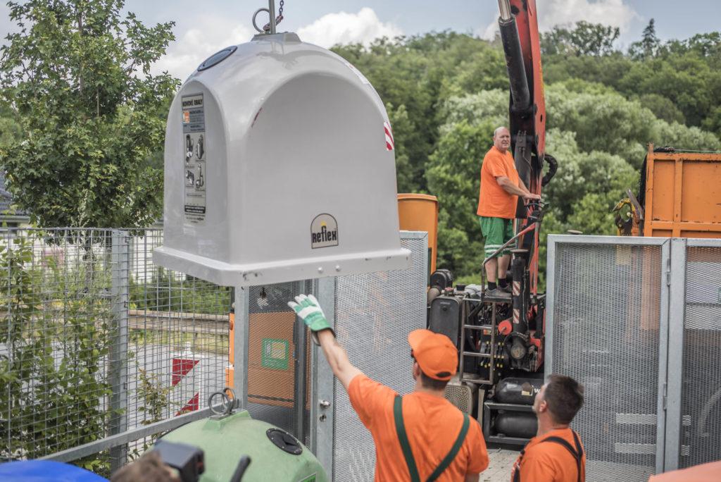 V Praze přibývají šedé kontejnery na kovové obaly