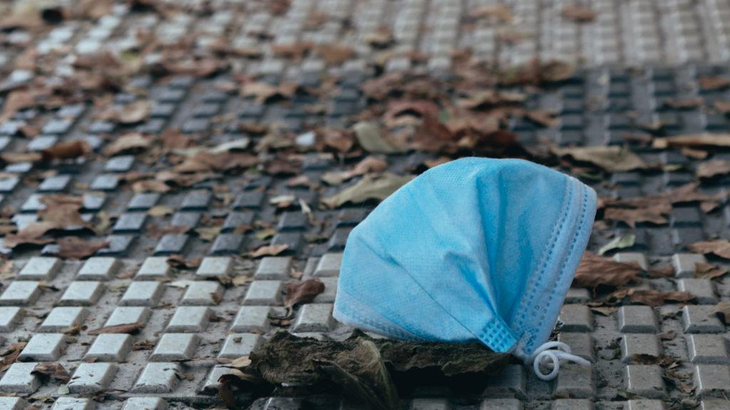 Prosíme Pražany, aby použité roušky neodhazovali na ulici