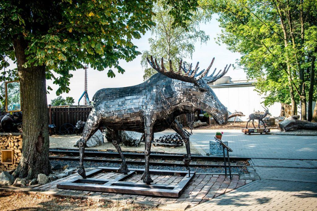Unikátní KOVOZOO u Uherského Hradiště láká návštěvníky na zvířata vyrobená z kovového odpadu
